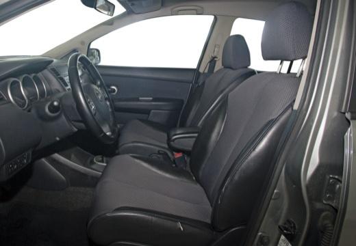 NISSAN Tiida II hatchback wnętrze