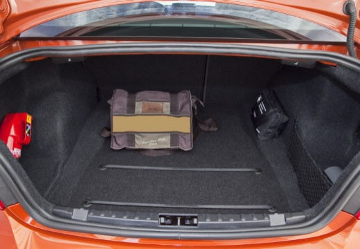 BMW Seria 1 E82 II coupe przestrzeń załadunkowa