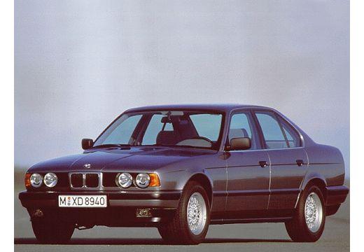 BMW Seria 5 sedan szary ciemny przedni lewy