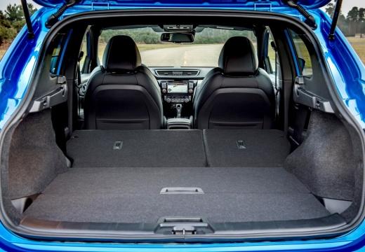 NISSAN Qashqai IV hatchback niebieski jasny przestrzeń załadunkowa