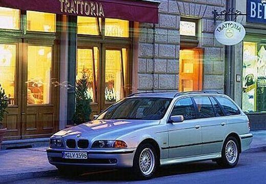 BMW Seria 5 kombi silver grey przedni lewy