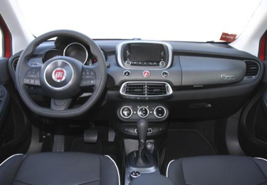 FIAT 500 X Off-Road Look hatchback czerwony jasny tablica rozdzielcza