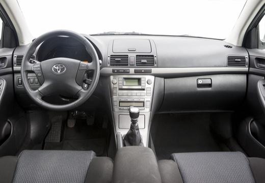 Toyota Avensis IV sedan silver grey tablica rozdzielcza