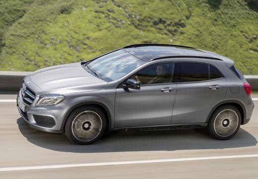 MERCEDES-BENZ Klasa GLA hatchback silver grey przedni lewy