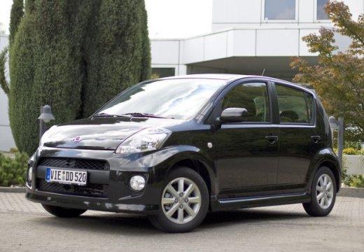 DAIHATSU Sirion hatchback czarny przedni lewy