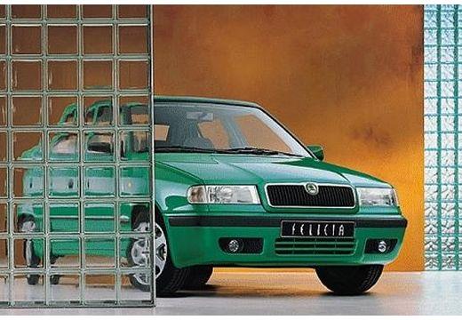 SKODA Felicia hatchback zielony przedni prawy