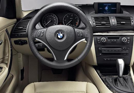 BMW Seria 1 E87 II hatchback brązowy tablica rozdzielcza