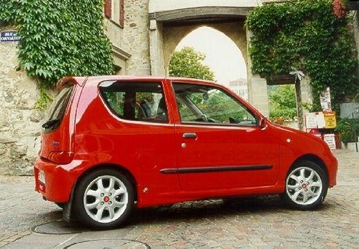 FIAT 600 hatchback czerwony jasny tylny prawy