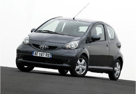Toyota Aygo hatchback czarny przedni lewy