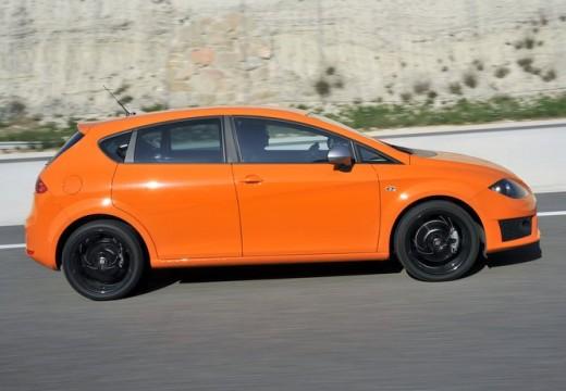 SEAT Leon III hatchback pomarańczowy boczny prawy