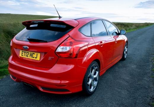 FORD Focus V hatchback czerwony jasny tylny prawy