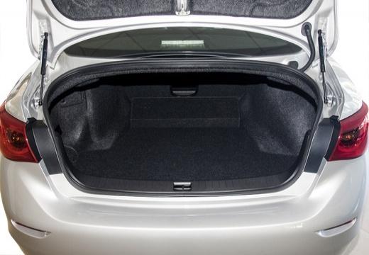 INFINITI Q50 I sedan biały przestrzeń załadunkowa