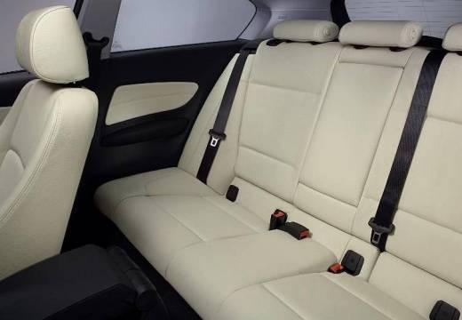 BMW Seria 1 E81 hatchback silver grey wnętrze