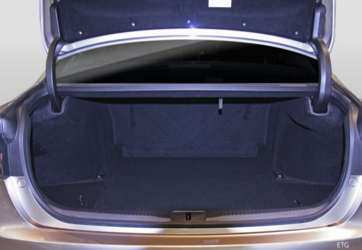 LEXUS GS V sedan przestrzeń załadunkowa