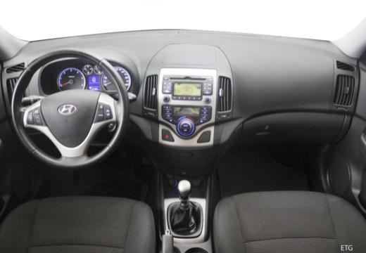 HYUNDAI i30 II hatchback czarny tablica rozdzielcza