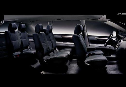 Toyota Avensis Verso I van wnętrze
