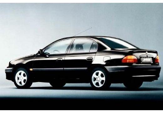 Toyota Avensis I sedan czarny tylny lewy