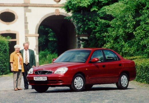 DAEWOO / FSO Nubira sedan bordeaux (czerwony ciemny) przedni lewy