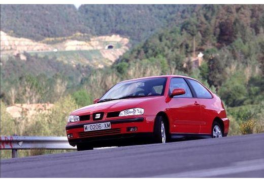SEAT Cordoba sedan czerwony jasny przedni lewy