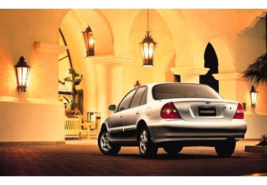 HYUNDAI Sonata III sedan biały tylny lewy