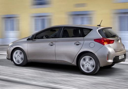 Toyota Auris hatchback silver grey tylny lewy