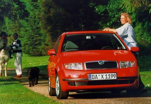 SKODA Fabia II hatchback czerwony jasny przedni