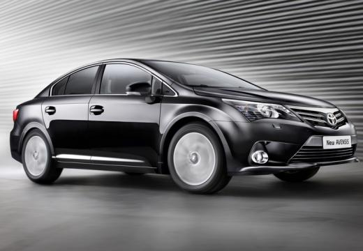 Toyota Avensis sedan czarny przedni prawy