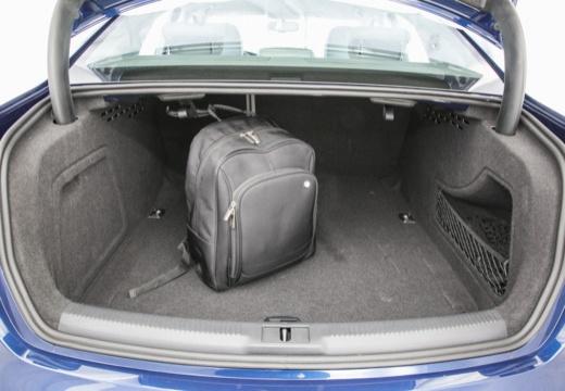 AUDI A4 B8 II sedan przestrzeń załadunkowa