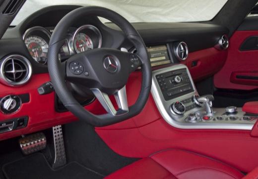 MERCEDES-BENZ SLS AMG roadster czarny tablica rozdzielcza