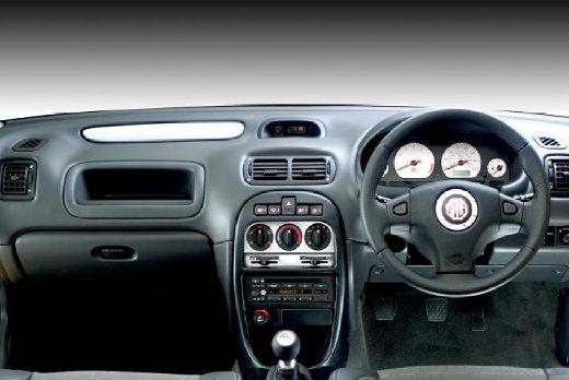 MG ZR hatchback tablica rozdzielcza
