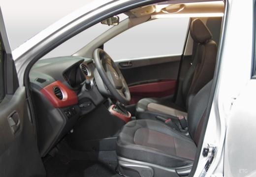 HYUNDAI i10 hatchback wnętrze