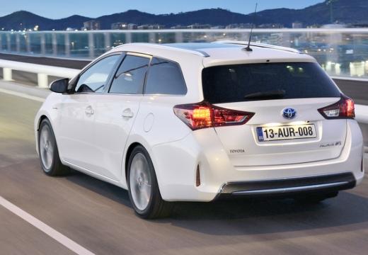 Toyota Auris kombi biały tylny lewy