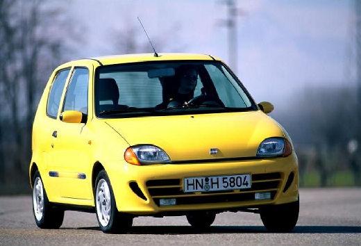 FIAT 600 hatchback żółty przedni prawy