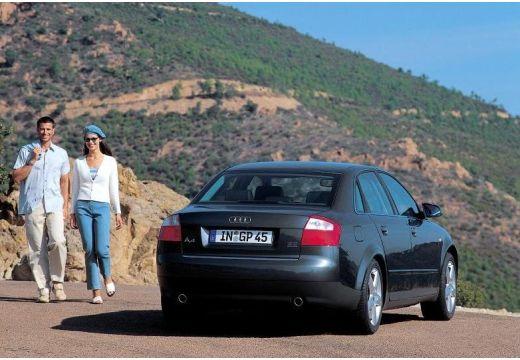 AUDI A4 8E I sedan czarny tylny prawy