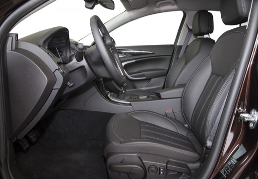 OPEL Insignia II hatchback wnętrze