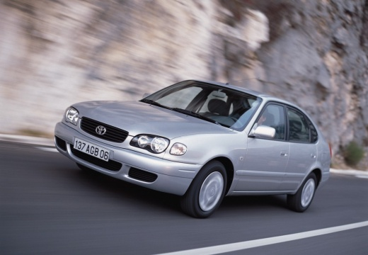 Toyota Corolla sedan silver grey przedni lewy