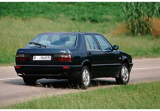 FIAT Croma hatchback czarny tylny prawy