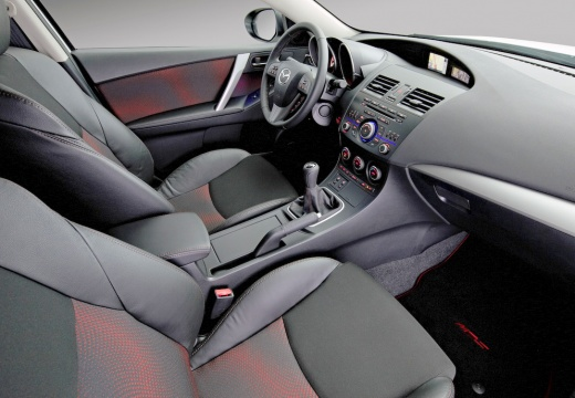 MAZDA 3 IV hatchback wnętrze