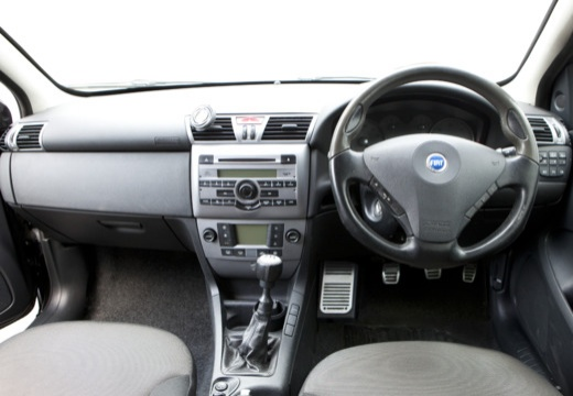 FIAT Stilo II hatchback czarny tablica rozdzielcza