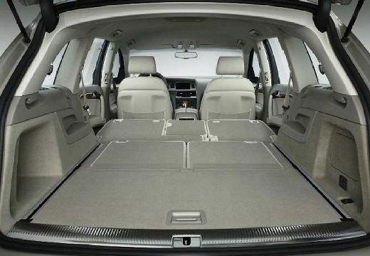 AUDI Q7 I kombi silver grey przestrzeń załadunkowa