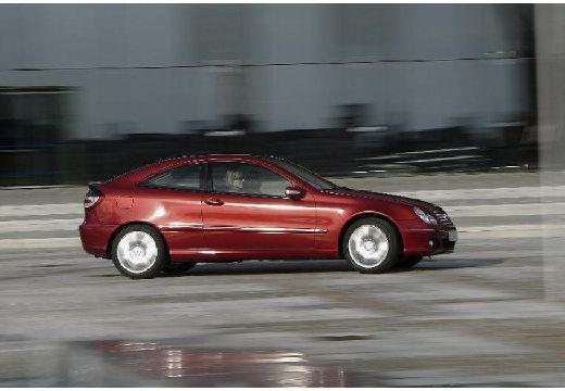 MERCEDES-BENZ Klasa C Sport CL203 II coupe bordeaux (czerwony ciemny) przedni prawy