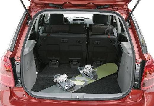 SUZUKI SX4 I hatchback czerwony jasny przestrzeń załadunkowa