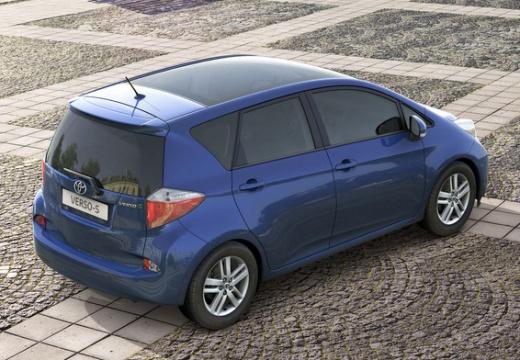 Toyota Verso-S I hatchback niebieski jasny tylny prawy