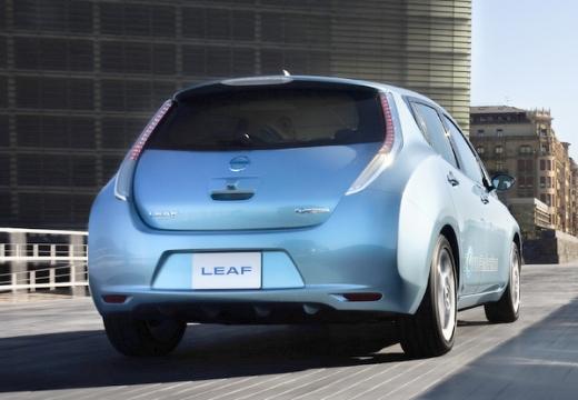 NISSAN Leaf II hatchback niebieski jasny tylny prawy