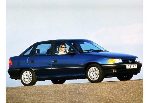 OPEL Astra I sedan niebieski jasny przedni prawy