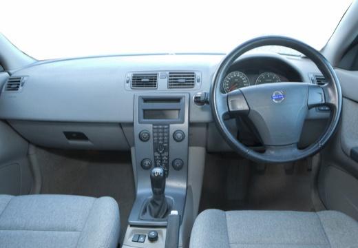 VOLVO S40 IV sedan niebieski jasny tablica rozdzielcza