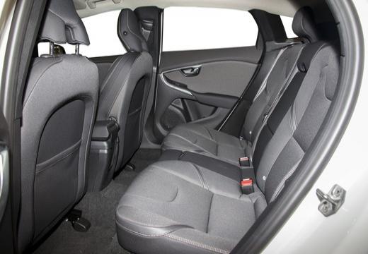 VOLVO V40 Cross Country I hatchback biały wnętrze