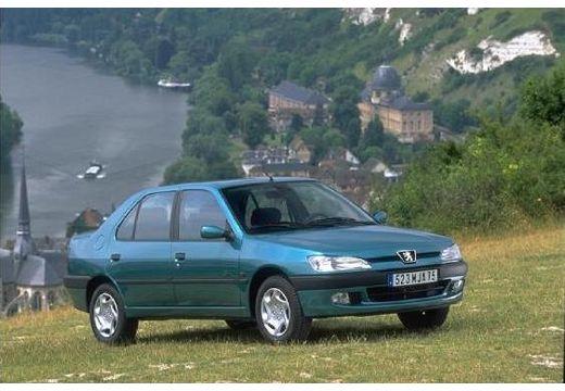 PEUGEOT 306 I sedan zielony jasny przedni prawy