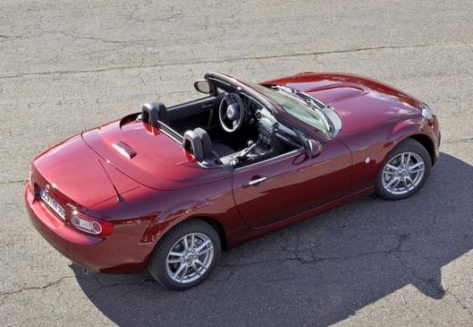 MAZDA MX-5 roadster czerwony jasny tylny prawy