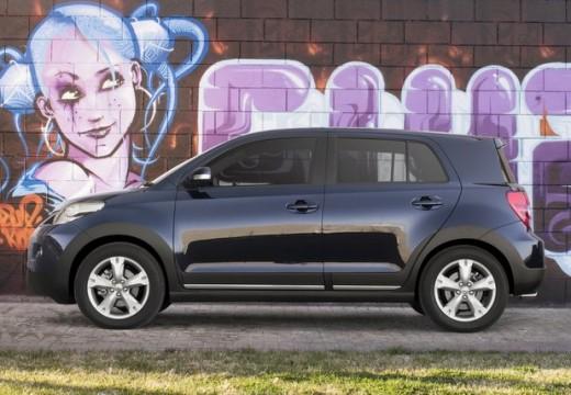 Toyota Urban Cruiser hatchback fioletowy boczny lewy
